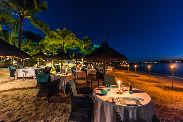 Royal Grill : a delicious starlit grill on the beach at Royal Palm