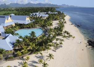 Le Victoria receives TUI Holly Award for best long haul destination hotel